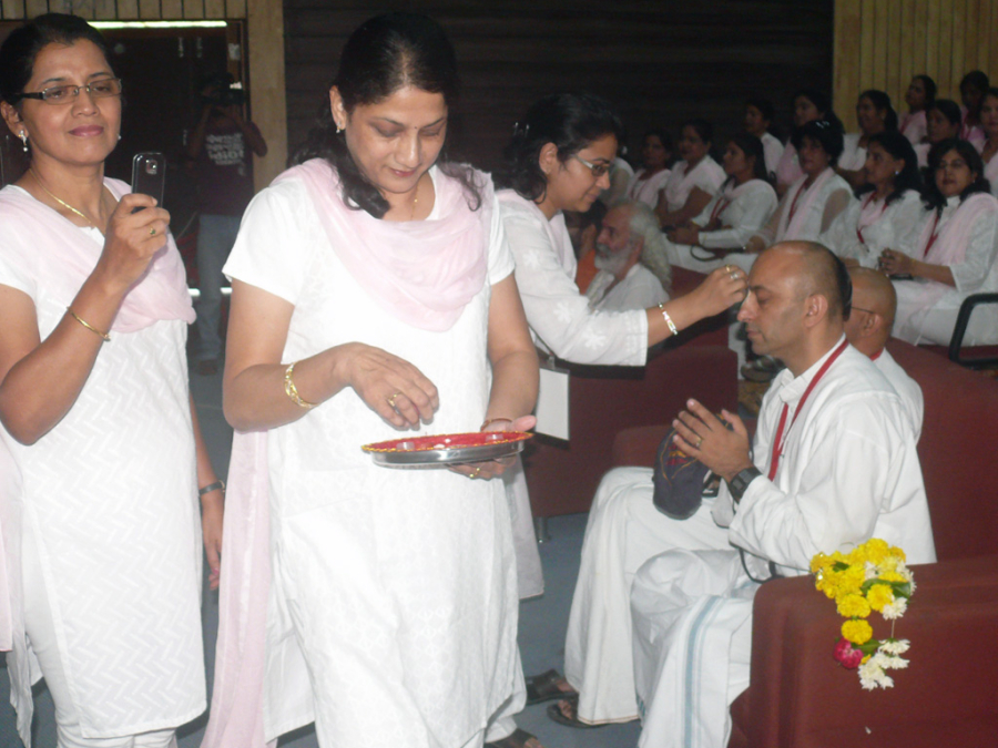 Smocking-sadhu-in-simhasth